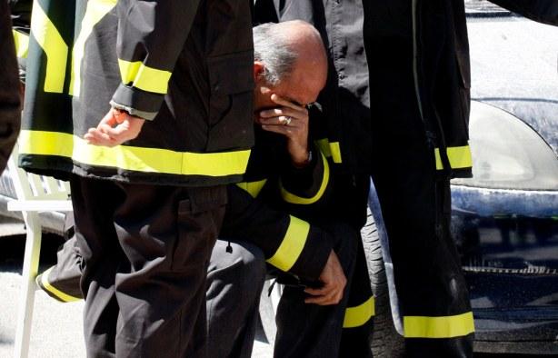 Αποτέλεσμα εικόνας για πυροσβεστης κλαιει