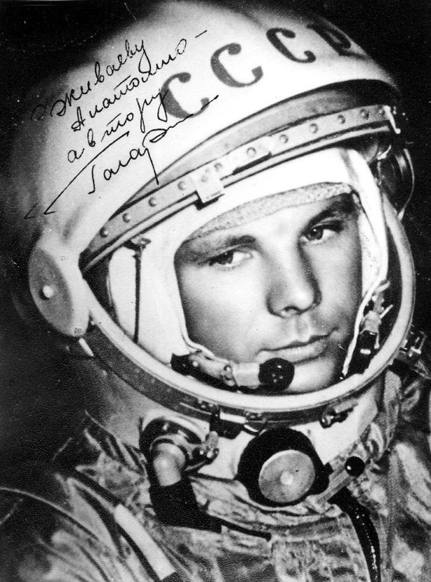 first astronaut to orbit earth - photo #4